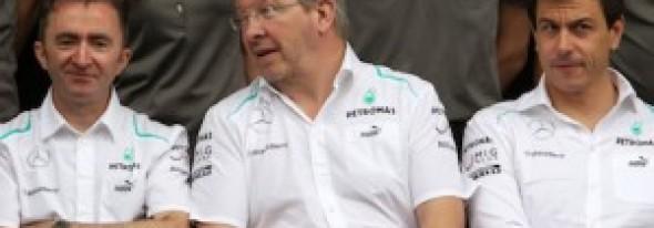 Jordan says 'weak' Mercedes management to blame